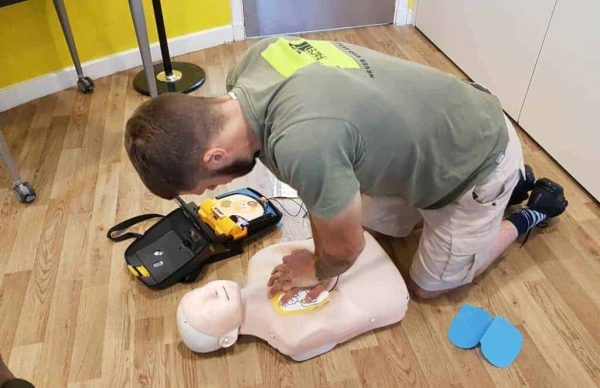 face to face courses Performing CPR & Defibrillation on a dummy