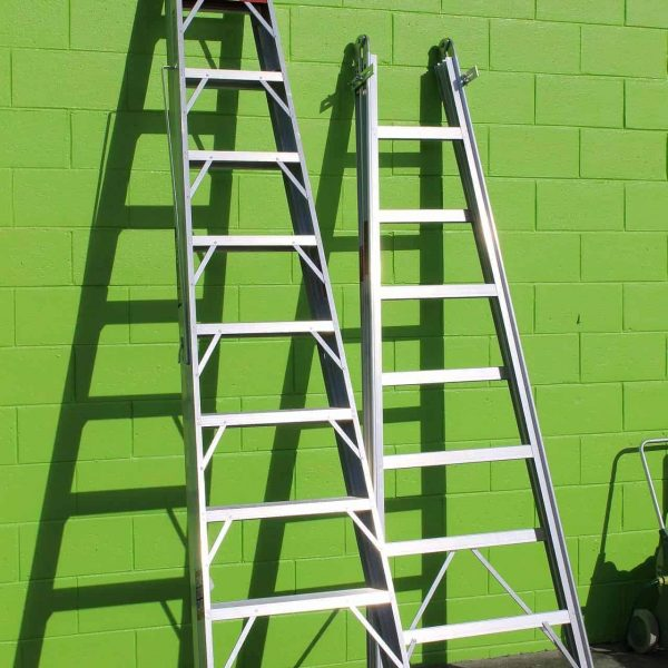 Ladder & steps safety training - Picture of ladders leaning against a wall