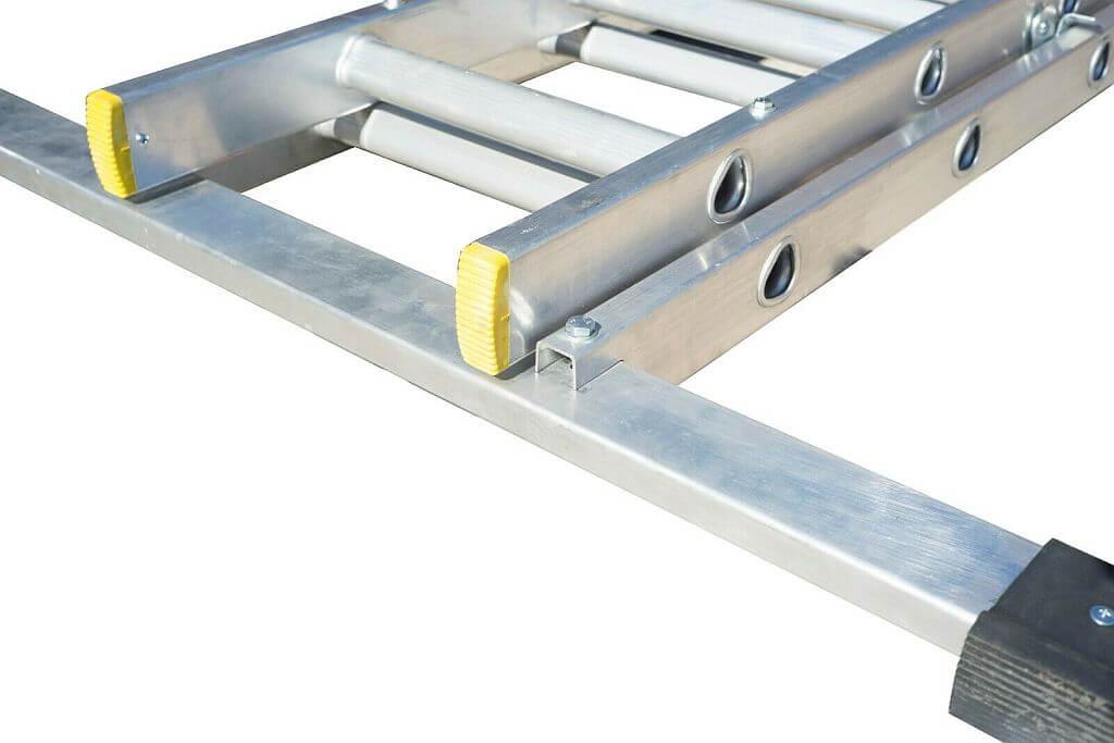 EN131 2018 Compliant ladder with spreader bar
